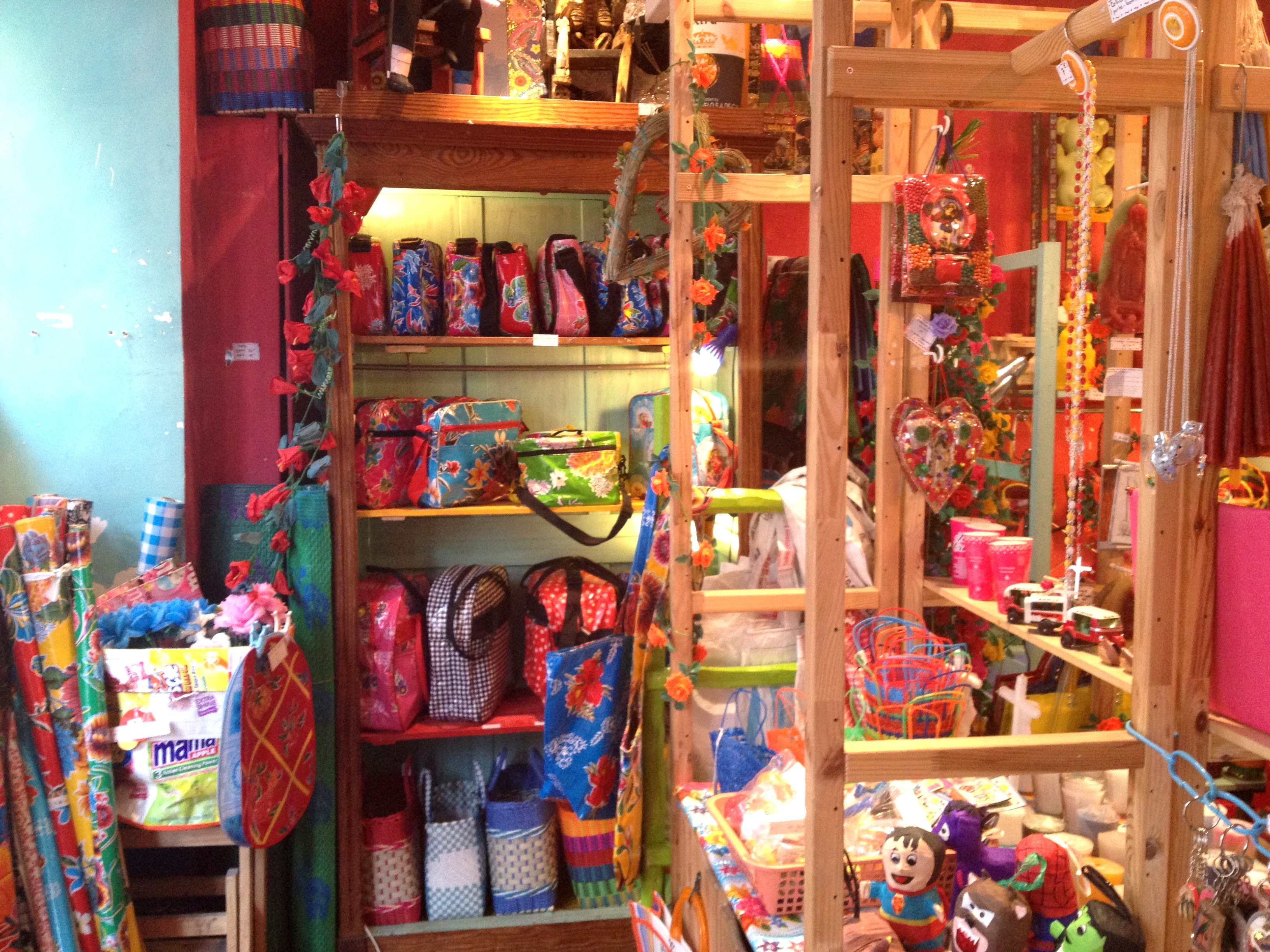 Magasin tienda esquipulas montmartre paris quand les bobos voient double - La redoute adresse magasin paris ...