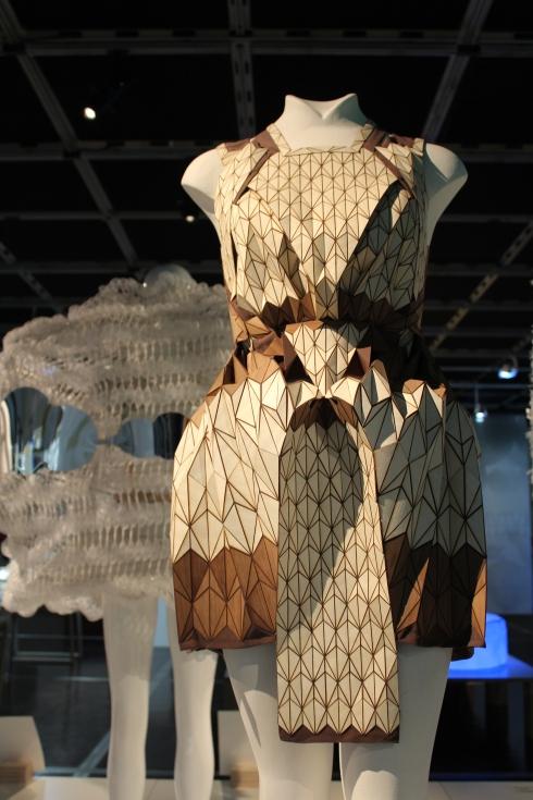 robe en bois - Léa Peckre et Elisa Strozyk
