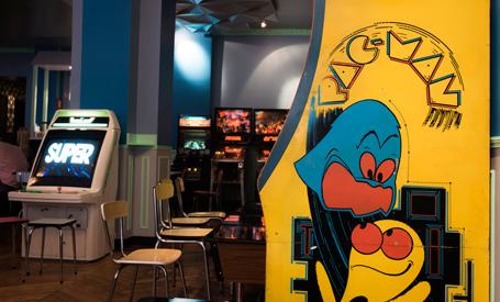 flipper-ping-pong-jeux-video-notre-selection-des-bars-pour-jouer-a-paris,M130103